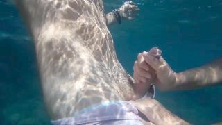 Fellatio At The Beach In The Middle Of The Day , She Made Me Do A Huge Semen Discharge